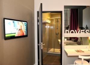 A bathroom at ibis Styles Amsterdam Amstel