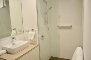 A bathroom at VUEonKW