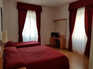Ein Bett oder Betten in einem Zimmer der Unterkunft Hotel L'Isola