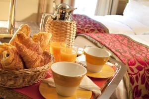 Breakfast options available to guests at Hotel Duquesne Eiffel