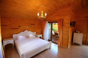 A bed or beds in a room at Bahçe Villa