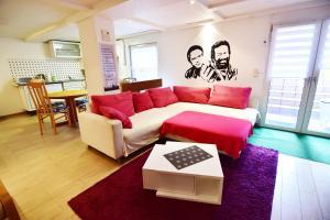 A seating area at Apartments Köln Rath mit Garten und Pool
