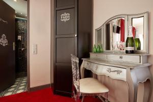 A bathroom at Grand Hôtel Amelot