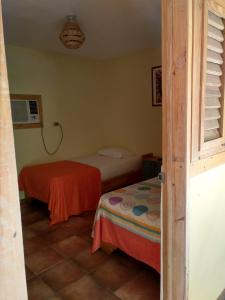 Ein Bett oder Betten in einem Zimmer der Unterkunft Hotel Loro Tuerto