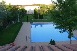 The swimming pool at or near Villamercedes 1