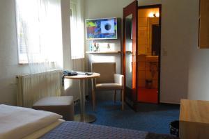 Телевизор и/или развлекательный центр в Hotel Am Sonnenhang