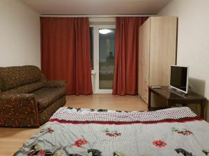 A bed or beds in a room at Apartment on Ulitsa Musy Dzhalilya