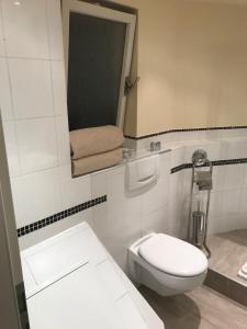 A bathroom at Pension Bahnstrasse