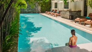 The swimming pool at or near White Mansion 白色公馆