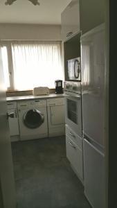 A kitchen or kitchenette at Résidence Villa Hoche