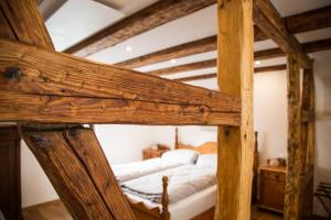A bunk bed or bunk beds in a room at ----- KONTAKTLOSER CHECK-IN ----- alte Ritterstube