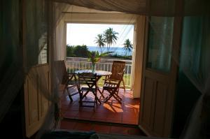 Balcon ou terrasse dans l'établissement LeLagon Vue Mer, Pieds dans l'eau