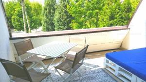A balcony or terrace at Kék vitorlás apartman