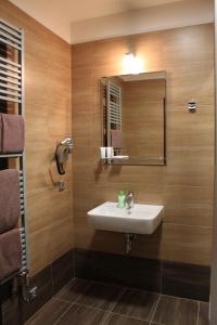 A bathroom at Penzion U Karla IV.