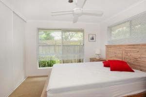 A bed or beds in a room at 1/882 David Low Way Marcoola - 500 Bond, Linen included, pet friendly