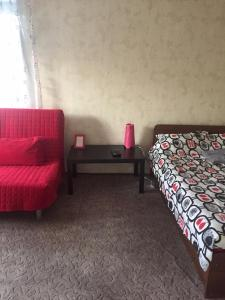 Кровать или кровати в номере 1 к.кв. рядом с центром