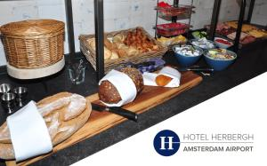 Breakfast options available to guests at Hotel Herbergh Amsterdam Airport