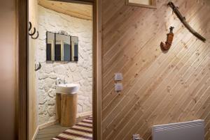 Salle de bains dans l'établissement Linden Tree Retreat & Ranch