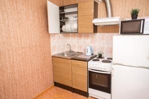 A kitchen or kitchenette at проспект Кузбасский 12А
