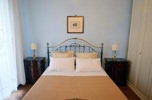 A bed or beds in a room at Casa Maura