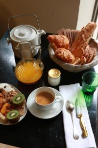 Breakfast options available to guests at Le 66