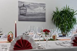 Ein Restaurant oder anderes Speiselokal in der Unterkunft Good Morning + Bad Oldesloe