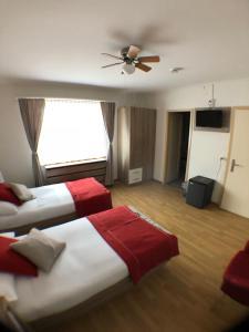 Ein Bett oder Betten in einem Zimmer der Unterkunft Gasthof zur Saline