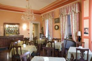 A restaurant or other place to eat at Hotel Principi D'Acaja