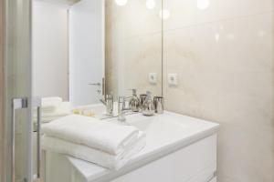 A bathroom at Bracara's Wall Apartment - Minho's Guest