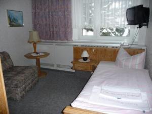 Ein Bett oder Betten in einem Zimmer der Unterkunft Hotel Nußknackerbaude