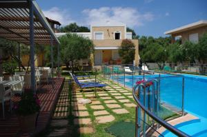 The swimming pool at or near Elea