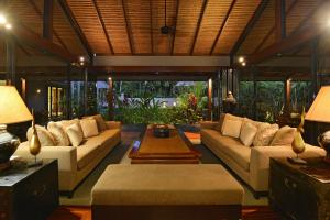 A seating area at Meryula - Luxury Holiday Home
