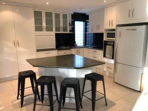 A kitchen or kitchenette at Miami Tranquility