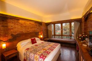 A bed or beds in a room at Hotel Yak & Yeti