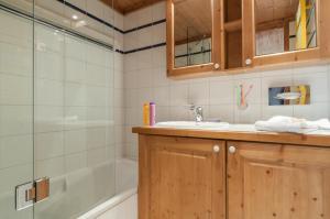 A bathroom at Résidence Pierre & Vacances Premium La Ginabelle