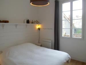 A bed or beds in a room at L' Appart du Marché