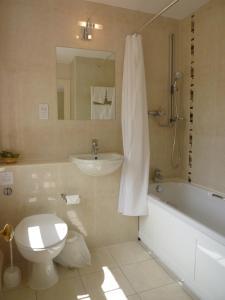 A bathroom at Rectory Farm