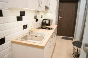 A kitchen or kitchenette at Apartamenty Centrum Chodzież