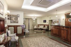 The lobby or reception area at National Hotel
