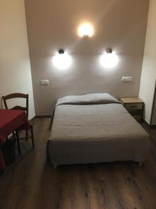 A bed or beds in a room at Hôtel Paris Gambetta