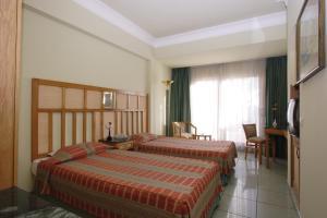 سرير أو أسرّة في غرفة في فندق سى جاردن