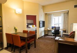 A seating area at Residence Inn by Marriott Ottawa Airport