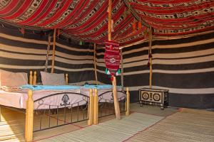 A bed or beds in a room at Desert Retreat Camp