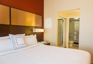 A bed or beds in a room at Residence Inn by Marriott Ottawa Airport