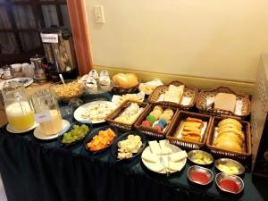 Breakfast options available to guests at Hotel Premier