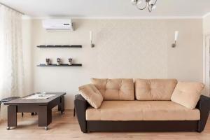 A seating area at Квартира на Филимоновской Центр
