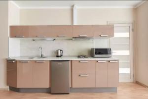 A kitchen or kitchenette at Квартира на Филимоновской Центр