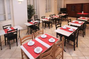 A restaurant or other place to eat at Trocadero