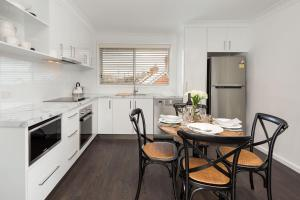 A kitchen or kitchenette at The Provincial - Central & Sophisticated