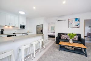 A kitchen or kitchenette at Albury Yalandra Apartment 1